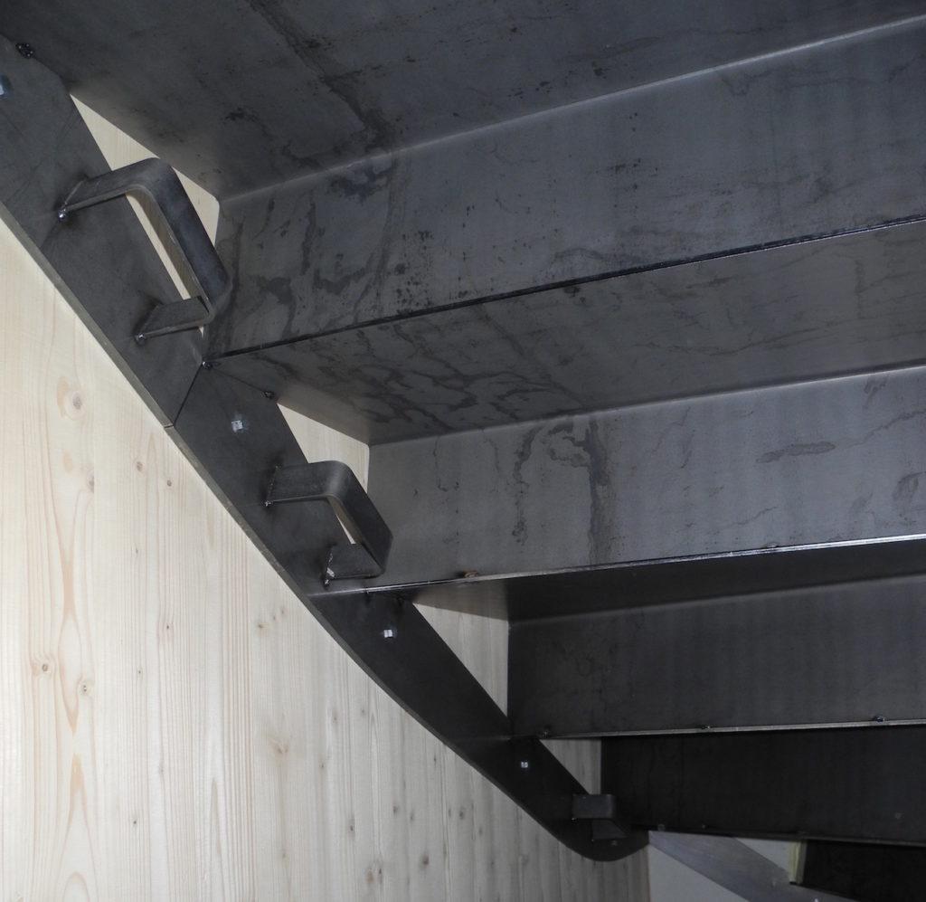 BETTINGER Métallerie Ingersheim à O'Connel Lodge - Escalier acier brut laminé à chaud